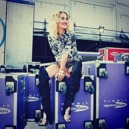 Rita Ora no tiene todavía bolso, pero ya hay unas botas con su nombre