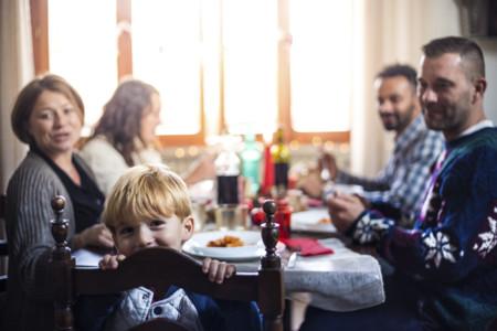 Los 14 momentos en los que sonríes a tus cuñados cuando tenéis hijos y en realidad querrías estrangularlos