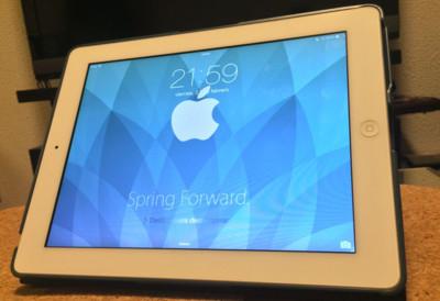 """¿Listo para la Keynote? pon guapo tu dispositivo con el wallpaper de """"Spring Forward"""""""