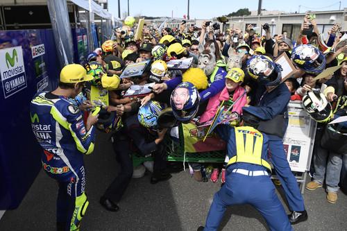 Valentino Rossi, la patada de la discordia, una denuncia con parte de lesiones y el circo de MotoGP