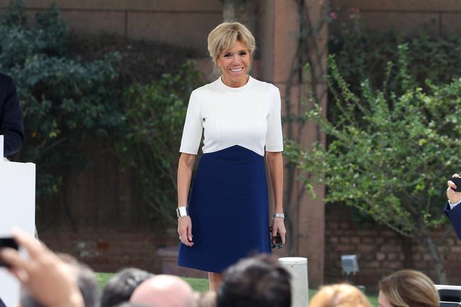 Brigitte Macron se marca un look recién salido de los Sixties, demostrando que ella puede con todo