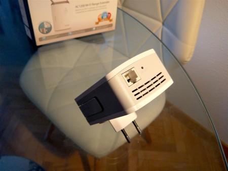 Conector Gigabit Ethernet y botón de reset del DAP-1620