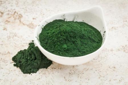 Espirulina desecada, una fuente concentrada de proteínas en el mundo vegetal