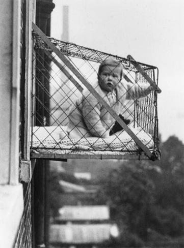 Resultado de imagen para Jaulas en las ventanas para los bebés