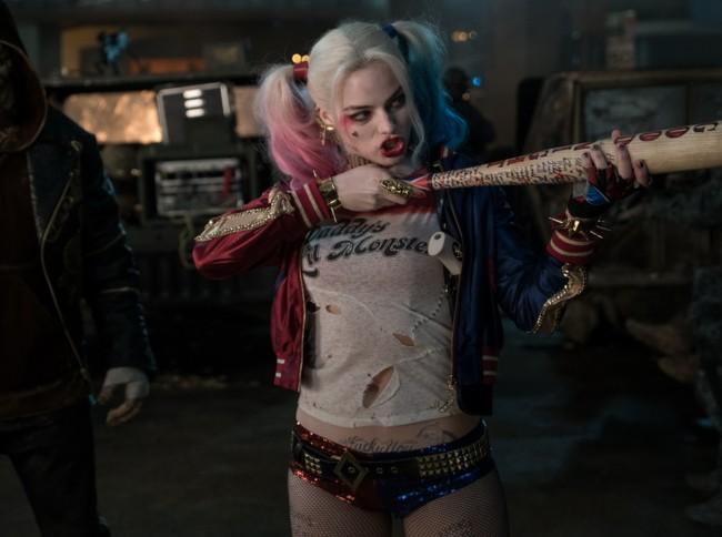 Margot Robbie dando vida a Harley Quinn