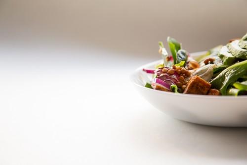 Nutrición holística: qué significa y por qué tienes que tener cuidado con quien te la vende