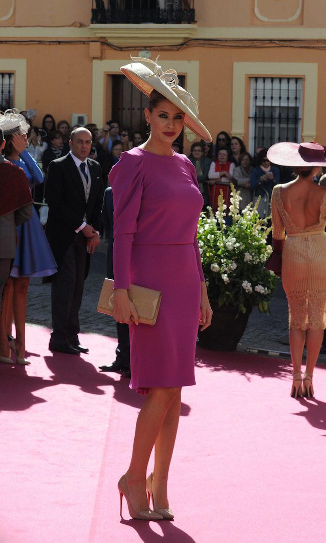 54bfb6fec4 Elisabeth Reyes apostó por un vestido clásico y muy discreto en fucsia