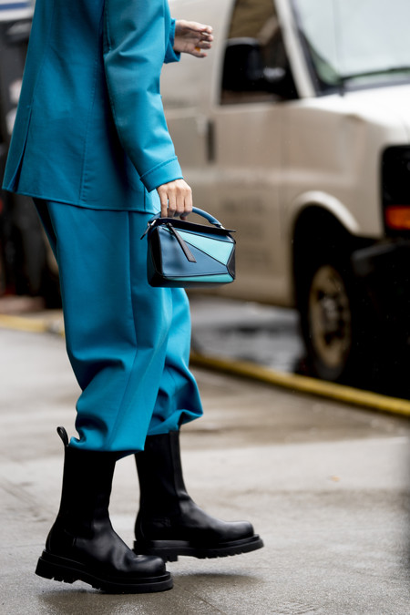 Tres maneras diferentes de combinar un traje-pantalón con botas altas