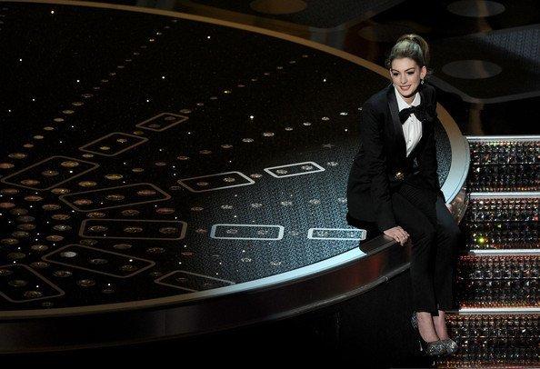 Anne Hathaway zapatos Oscar 2011