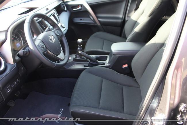 Toyota RAV4 2013, interiores