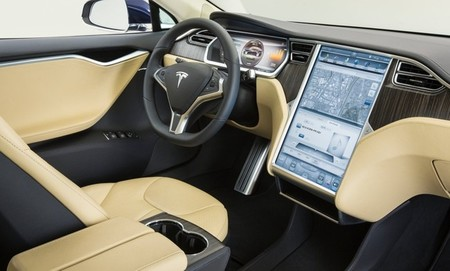 Tesla Model S interior en color crema