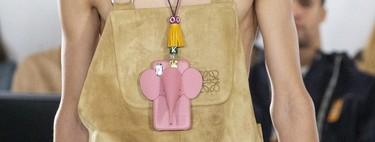 Loewe convierte su famoso bolso Elefante en la carcasa para móvil más tierna de 2020