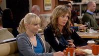 TNT sigue trayendo a España las comedias de Chuck Lorre y estrena 'Mom'
