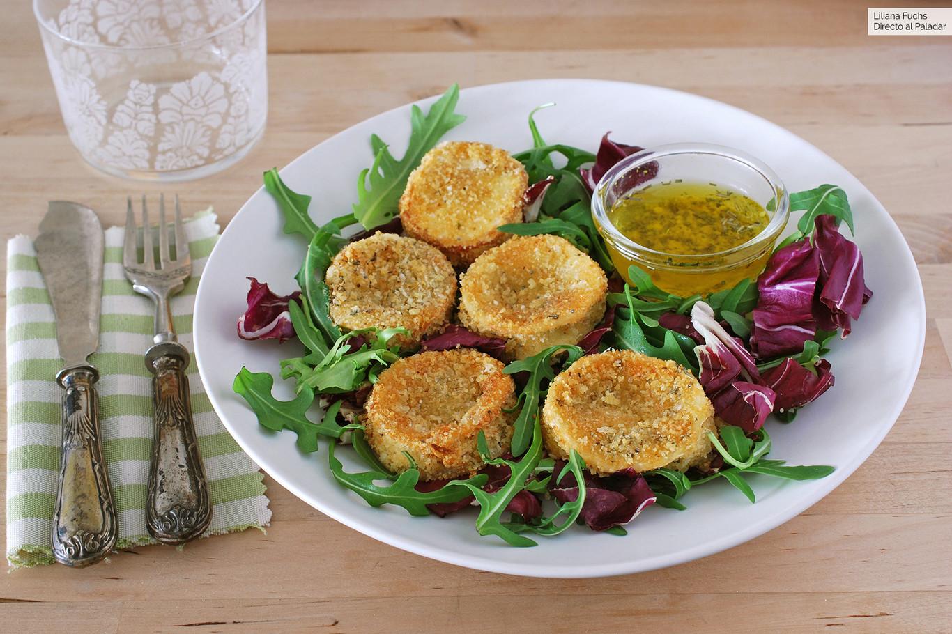 Medallones provenzales de queso de cabra crujiente al horno: receta para enriquecer las ensaladas o picotear