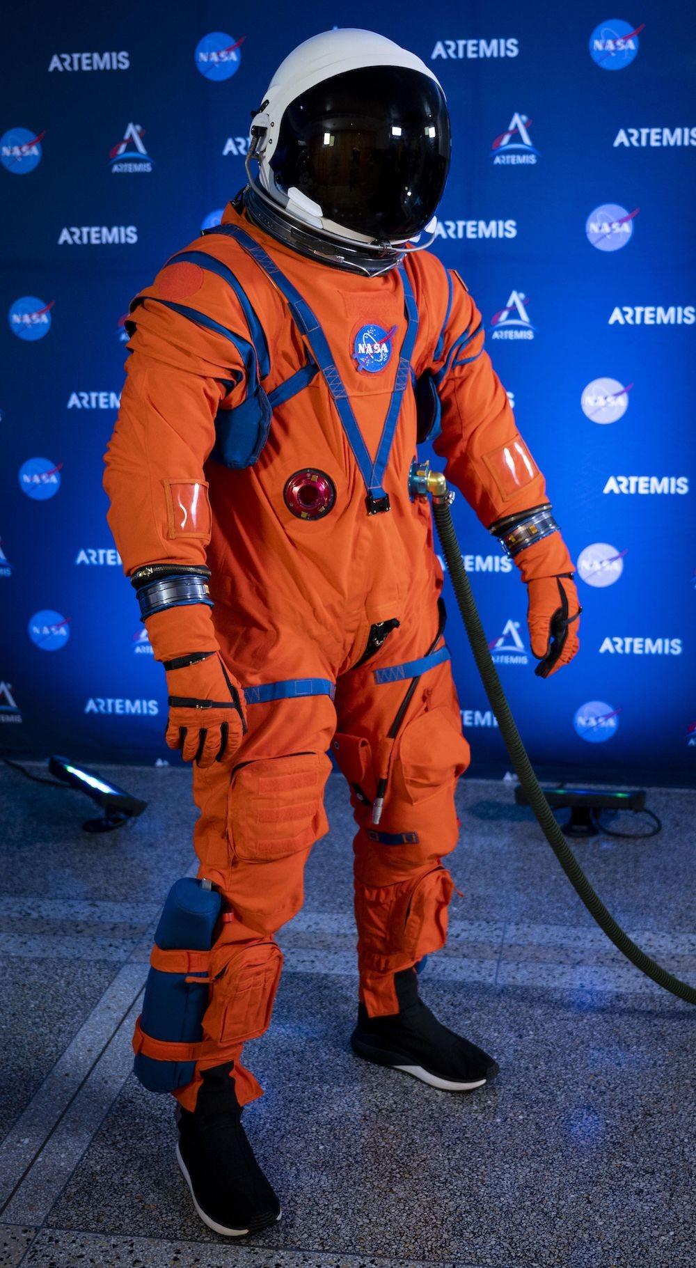 NASA presenta nuevos trajes espaciales para volver a la Luna