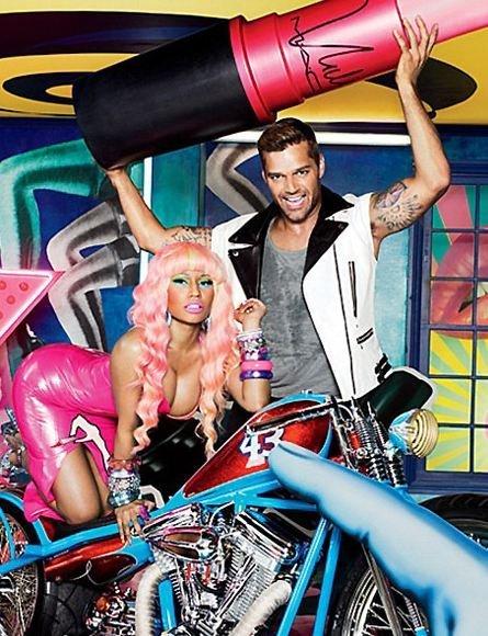 Nicki Minaj y Ricki Martin la extraña pareja del pintalabios rosa...todo por una buena causa
