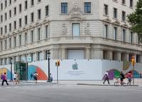 Imagen de la semana: Iconos de aplicaciones recortados crean el muro modernistas colocado en la futura Apple Store de Barcelona
