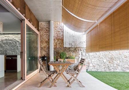 Una casa-estudio que busca el confort climático y su anonimato tras su discreta fachada
