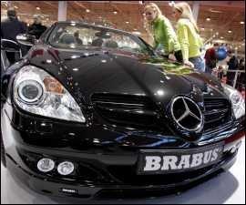 Mercedes con móvil con cámara