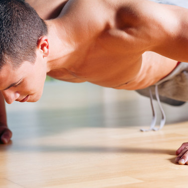 15 flexiones diferentes para trabajar todo el cuerpo sin equipamiento alguno