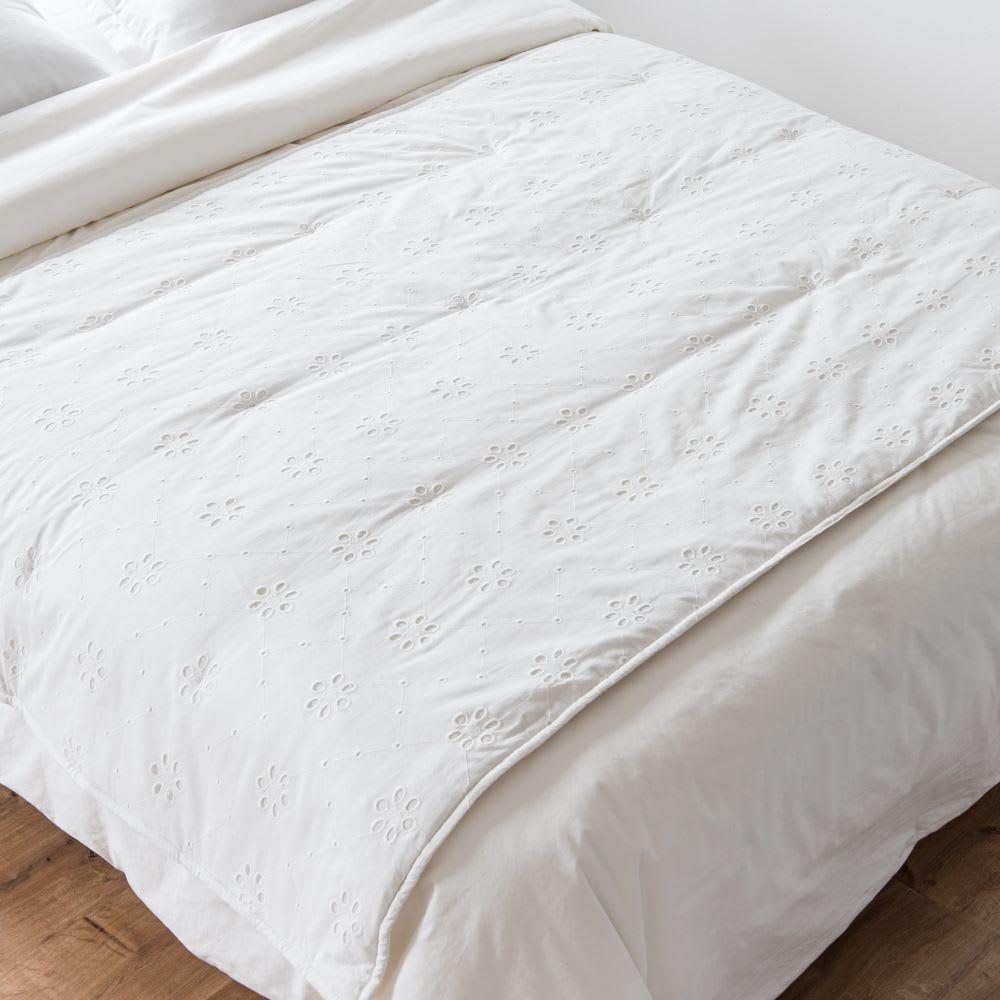 Colcha de algodón blanco bordado con estampado floral 100x200