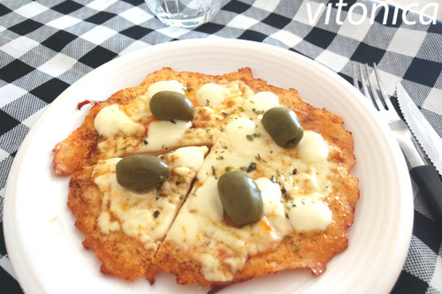 Pizza keto con base de pollo: receta saludable baja en hidratos de carbono