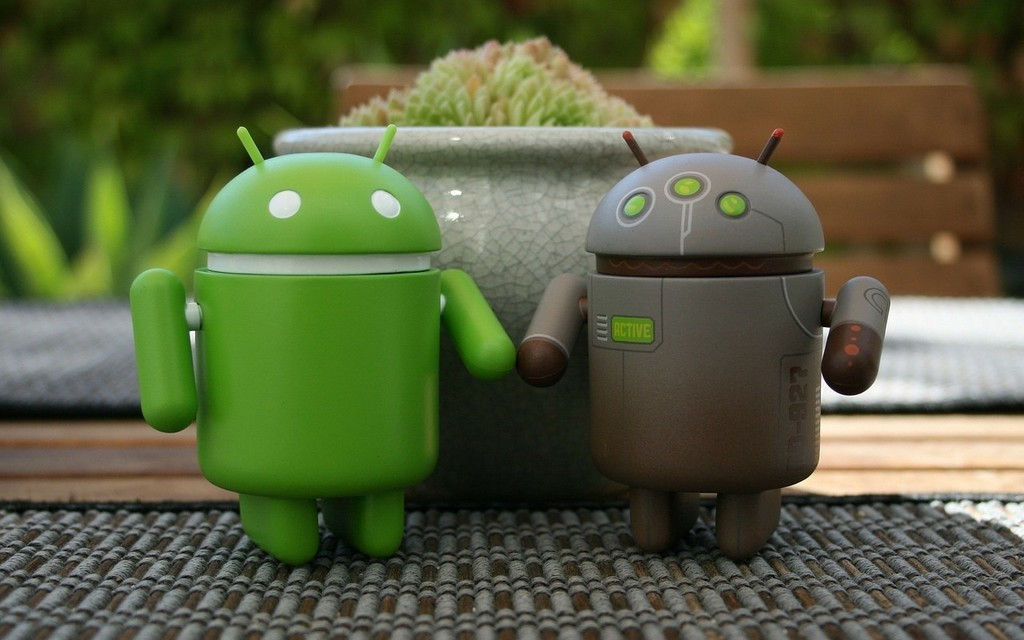 Google works on a dual-boot to load two versions of Android on the same mobile