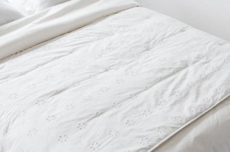 Colcha De Algodon Blanco Bordado Con Estampado Floral