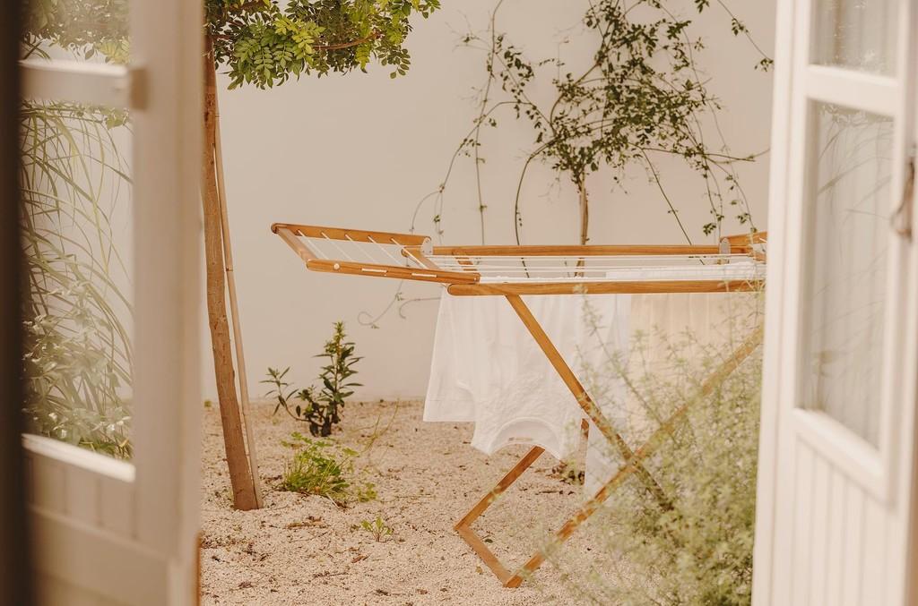Lo último de Zara Home es una completa colección para hacer la colada (incluye una plancha vertical y un quitapelusas) y es tan bonita que convertirá esta labor en tu tarea favorita de la casa
