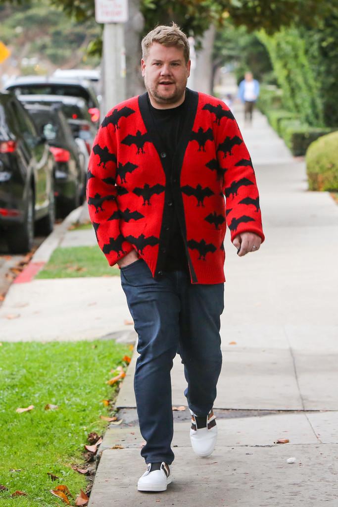 James Corden Celebra Halloween Con Un Cardigan De Lo Mas Cool Y Fashion Firmado Por Gucci 2