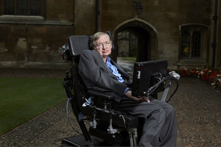 Justo antes de morir, Stephen Hawking estaba escribiendo un libro sobre las grandes preguntas de la humanidad: lo hemos leído