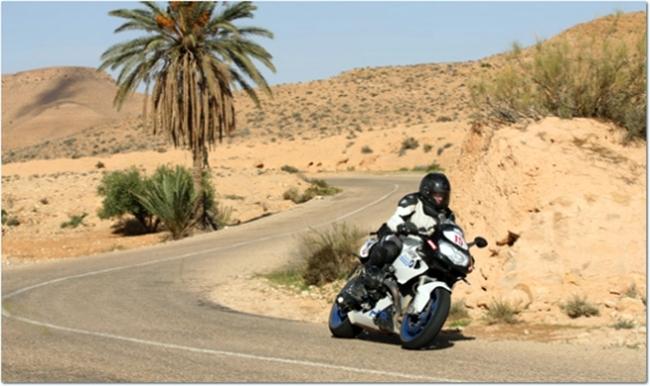 BMW en carretera de Túnez