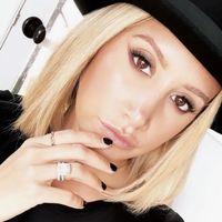 Ashley Tisdale se apunta también al cambio de look con uno de los colores de moda