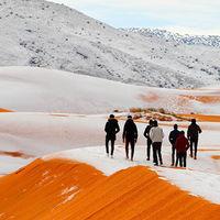 Las dunas del Sáhara se han cubierto de nieve este fin de semana y el resultado es hermosísimo