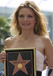 Michelle Pfeiffer se gana una estrella... estrellada