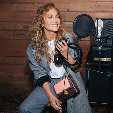 Jennifer Lopez ha diseñado su propio bolso con la firma Coach