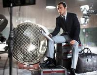Jude Law vuelve a escena de la mano de Alfred Dunhill