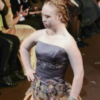 Madeline Stuart desfila por segunda vez en NY. Y será noticia cada vez porque es modelo con síndrome de Down