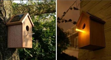 Casas de pájaros con iluminación solar