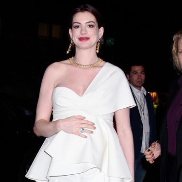 Anne Hathaway vuelve a demostrar lo bien que le sienta el embarazo con estos cuatro grandes looks