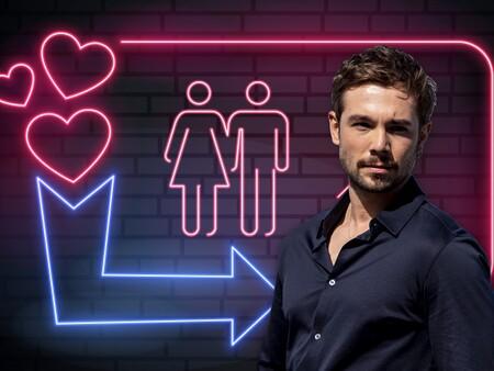 ¡Next! La propuesta indecente (y muy sexual) que una pareja swinger hizo a Carlos Cuevas en pleno rodaje de 'Donde caben dos'