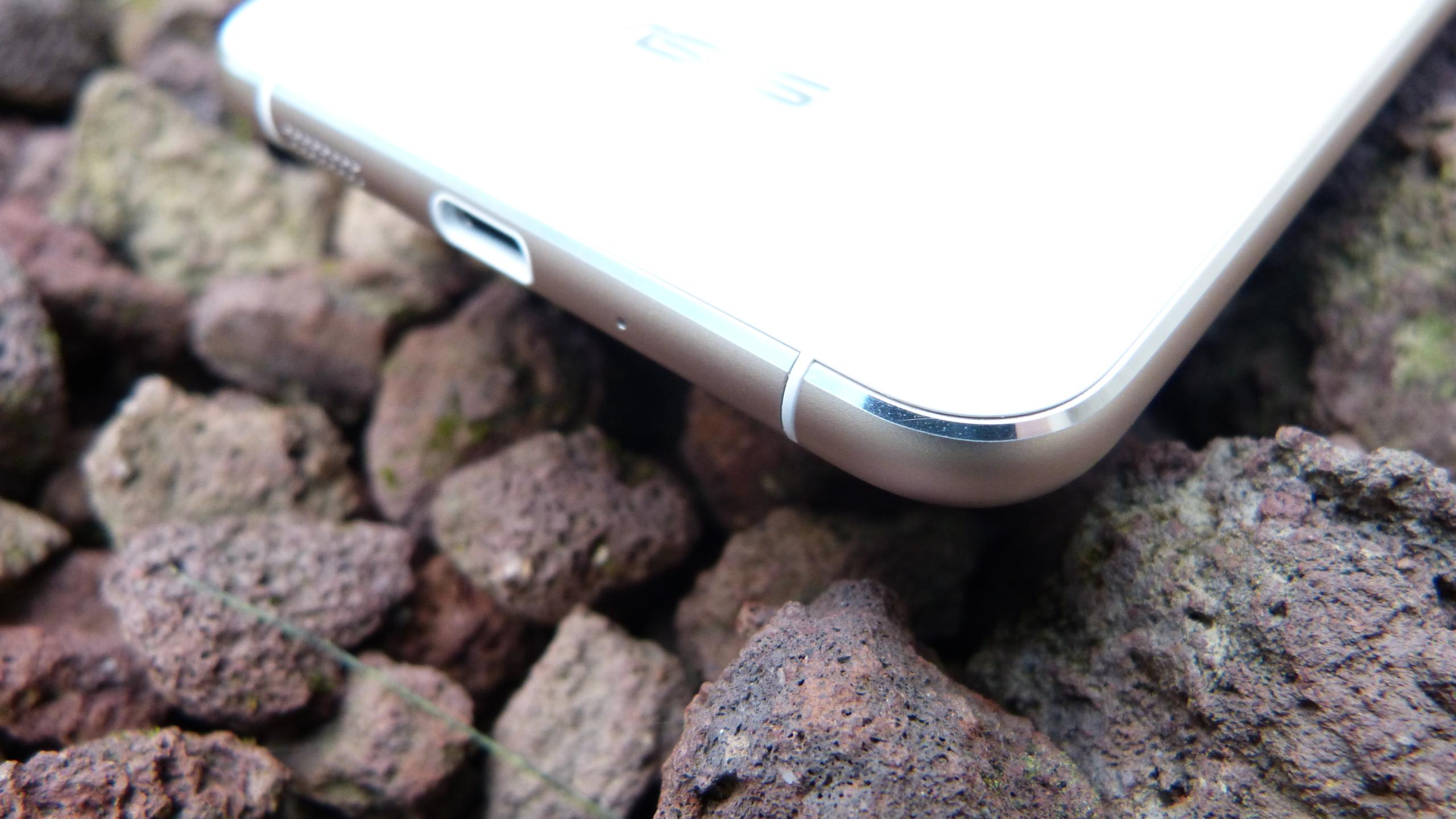 Foto de ASUS Zenfone 3 (ZE552KL), diseño (7/29)