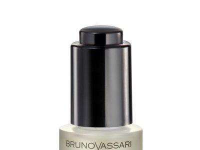 Bruno Vassari lanza su primer (y muy tentador) aceite formulado con ácido Hialurónico