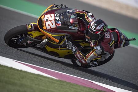 Sam Lowes evita que Raúl Fernández se estrene en Moto2 haciendo la pole en Losail
