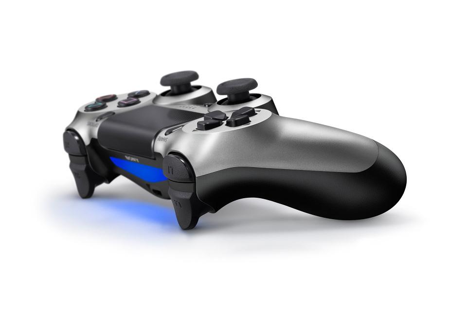 Foto de PlayStation 4 Batman Edition (2/4)