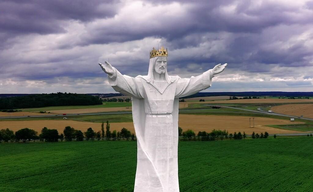 El arte del camuflaje de antenas: ocultarlas en una estatua gigante de  Jesús, en árboles y en cactus es ya algo normal