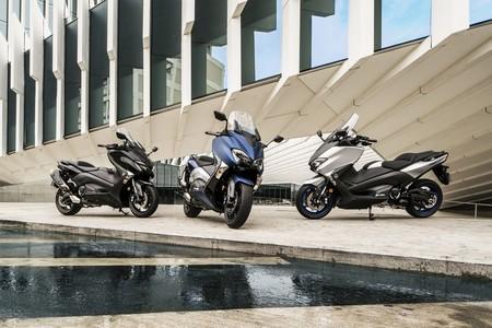 Zaragoza prohibirá a las motos aparcar en la acera y le dará prioridad en la calzada a bicis y patinetes eléctricos