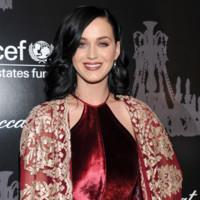 Katy Perry saca su lado aristocrático en la Snowflake Gala de Unicef 2013