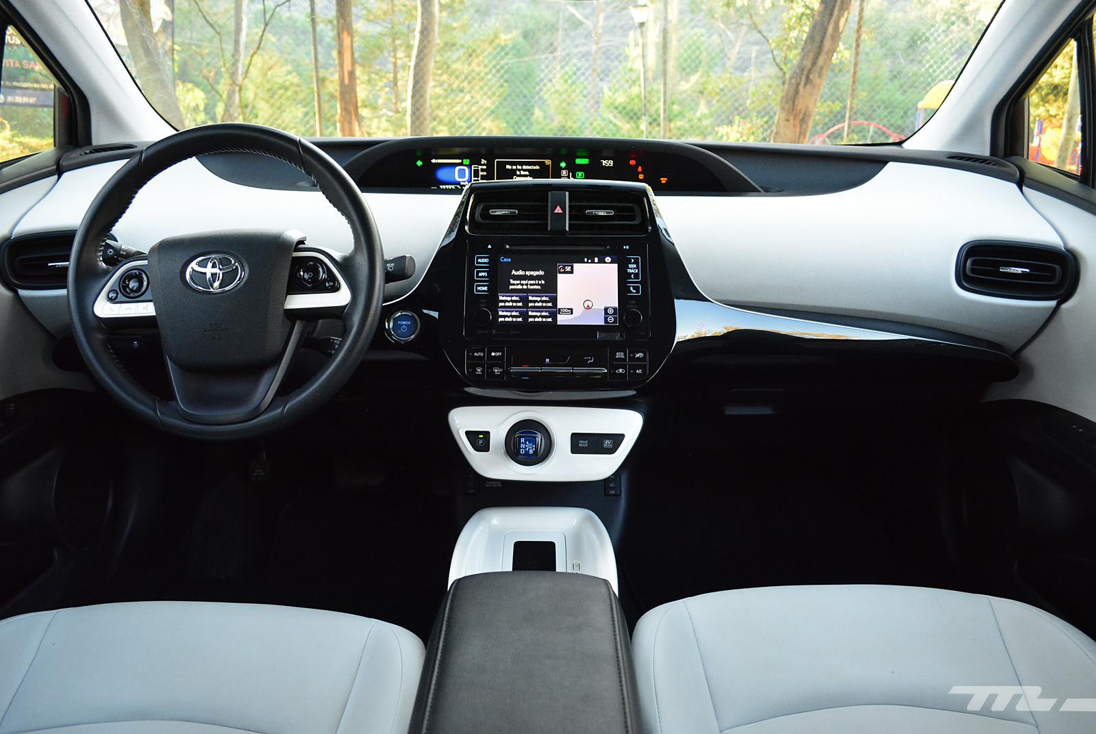 Foto de Hyundai Ioniq vs. Toyota Prius (10/22)