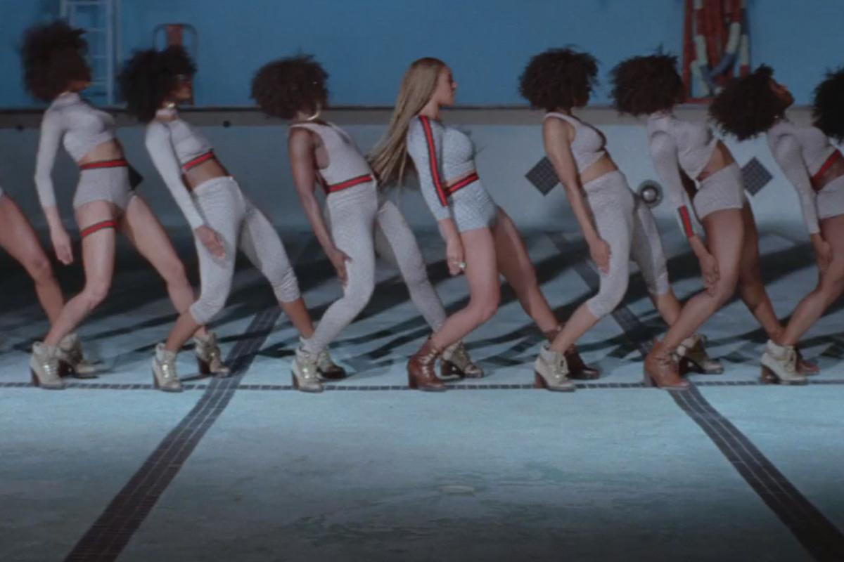 Foto de Vestuario de Beyoncé en Formation (12/21)